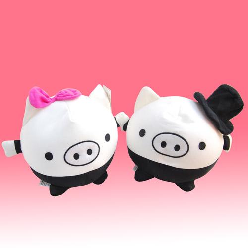 戴帽黑白小猪情侣抱枕毛绒一对